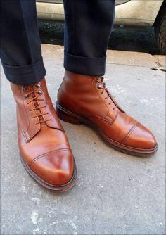 Superbes boots en cuir grainé de chez Crockett & Jones #shoes #boots #crockettandjones #style #menstyle