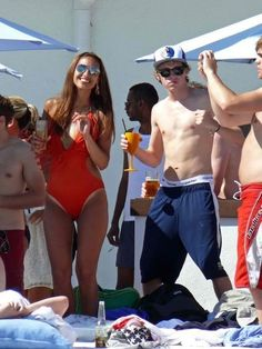 Niall dancing in Spain