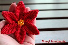 Poinsettia - Free crochet video tut. In Italian with English subtitles available