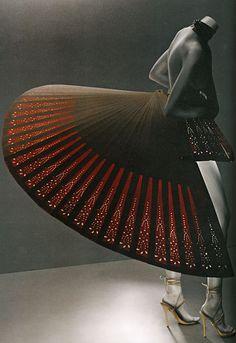 "Alexander McQueen's ""Savage Beauty"" Exhibition Preview 2 by Sølve Sundsbø - Ananas à Miami"