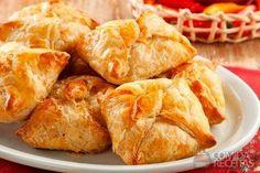 Foto: Bunge Brasil Comida Latina, Snack Recipes, Snacks, Portuguese Recipes, Portuguese Food, Yams, Empanadas, Carne, Finger Foods
