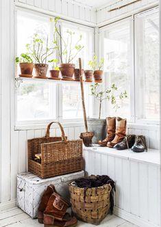 Swedish Cottage, Red Cottage, Swedish House, Cozy Cottage, Cottage Homes, Home Interior, Interior And Exterior, Interior Decorating, Interior Design