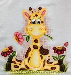 Bom dia pessoal!!! Finalmente consegui terminar essa lindeza 🙏🙌 vou estar disponibilizando mais tarde o projeto pra vocês! *O projeto foi retirado da internet sem informações do autor e modificado.  #pinturacountry #pinturaemtecido #acrilexterapia #artesanato #giraffe #handmade