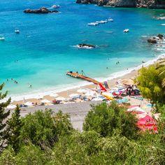 Du hast Lust auf einen Badeurlaub auf einer der wohl schönsten griechischen Inseln? Dann mach dich auf nach Korfu! Sandstrand, …