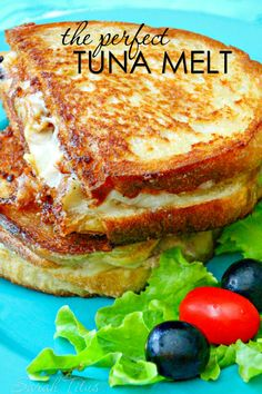 The Perfect Tuna Melt The perfect Tuna Melt is ooey-gooey and packed full of delicious flavor and p&; The Perfect Tuna Melt The perfect Tuna Melt is ooey-gooey and packed full of delicious flavor and p&; Tuna Melt Sandwich, Tuna Melts, Soup And Sandwich, Tuna Sandwich Recipes, Tuna Fish Recipes, Canned Tuna Recipes, Pesto Sandwich, Gourmet Sandwiches, Sandwich Bar