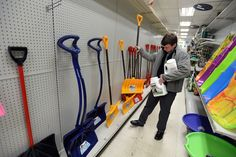 How to prepare for blizzard -- Snowstorm Preparation Tips - Popular Mechanics