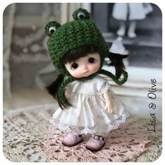 Tiny Dolls, Miniature Dolls, Doll Clothes, Crochet Hats, Miniatures, Sweet, Knitting Hats, Candy, Baby Dresses