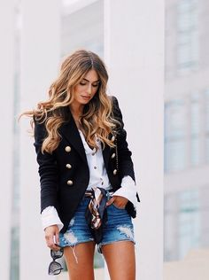 How To Style The Classic Blazer - Lydia Elise Millen Blazer Outfits For Women, Blazers For Women, Blazer Fashion, Fashion Outfits, Womens Fashion, Balmain Blazer Outfits, Fashion Edgy, Lydia Elise Millen, Looks Jeans