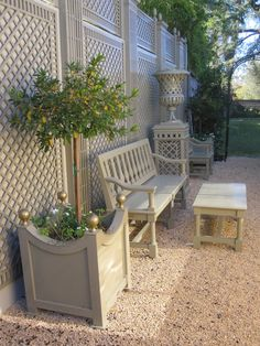 French Patio Garden Outdoor Living 65 New Ideas Backyard Privacy, Backyard Landscaping, Painted Garden Furniture, Pallet Garden Furniture, Furniture Ideas, Casa Retro, French Patio, Living Fence, Garden Cottage