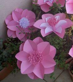 Flores gigantes de papel                                                                                                                                                     Mais