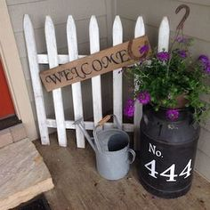 41 Stunning Diy Farmhouse Front Porch Decorating Ideas – front yard ideas with porch Front Porch Signs, Front Door Decor, Fromt Porch Decor, Diy Front Porch Ideas, Front Fence, Planters For Front Porch, Front Porch Garden, Front Porch Flowers, Small Fence