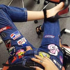 Depois de muito tempo que apareceu nas passarelas, a moda pegou! Os patches nos jeans estão tomando conta dos street style e dominando o ...