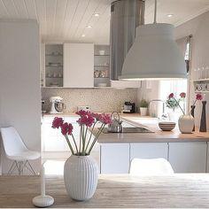 Cozinha limpa: 60 designs e designs incríveis - Küche - Küchen Design, House Design, Home Interior Design, Interior Decorating, Luxury Interior, Style Deco, Home And Deco, Home And Living, Home Kitchens