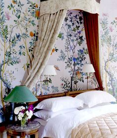 Antique Zuber wallpaper hangs in the Chambre aux Oiseaux in French home decorated by Tino Zervudachi Et Wallpaper, Chinoiserie Wallpaper, Chinoiserie Chic, Bedroom Wallpaper, Chinese Wallpaper, Scenic Wallpaper, Office Wallpaper, Antique Wallpaper, Wallpaper Ideas