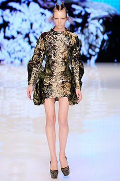 Alexander McQueen Spring 2010 Ready-to-Wear Collection on Style.com: Complete Collection