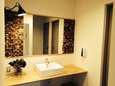washroom mirror & Texas short cube
