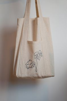 Sacs Tote Bags, Diy Tote Bag, Reusable Tote Bags, Embroidery Floss Projects, Drawstring Bag Tutorials, Ethnic Bag, Fabric Bags, Shopper Bag, Cloth Bags