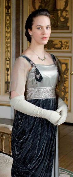 Lady Sybil - Downton Abbey Love the dress! Downton Abbey Costumes, Downton Abbey Fashion, Edwardian Fashion, Vintage Fashion, Lady Sybil, 20th Century Fashion, Costume Design, Vintage Outfits, Gowns