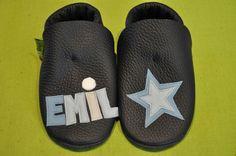 Lederpuschen , ideal zum Krabbeln- und Laufen lernen , ein persönliches Geschenk zur Geburt oder Taufe , für Emil mit Stern