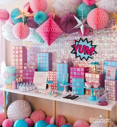 Too much glitter is never a bad thing. Follow the link for details on @sweetjellyparty's superhero party and more party ideas!