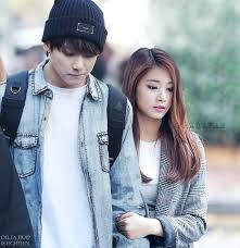jungkook and tzuyu they look like brother ans sister