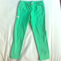 Under Armour cropped leggings Worn once. Under Armour Pants