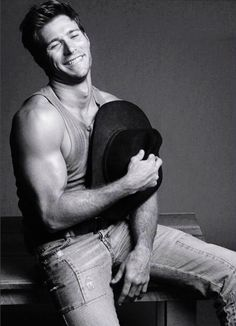 Scott Eastwood, looks a lot like his daddy, Clint Hot Country Men, Cute Country Boys, Clint And Scott Eastwood, The Longest Ride, Hot Cowboys, Rodeo Cowboys, Real Cowboys, Poses References, Hommes Sexy