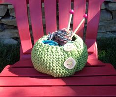 Knitted basket. Pattern : piilo available on Ravelry