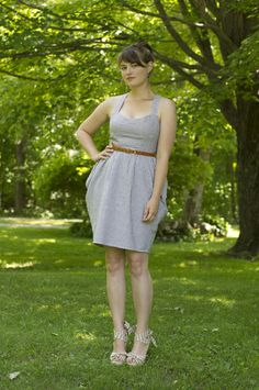 the fit of this dress is lovely. nipped and flared in the right places!