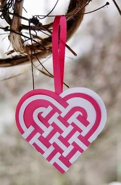 A collection of 25 paper heart projects for valentines day, weddings, or just because. A handmade heart is an easy DIY craft tutorial idea. Easy Diy Crafts, Diy Crafts For Kids, Decoracion Navidad Diy, Valentine Day Crafts, Valentines, Valentine Decorations, Valentine's Day Paper Crafts, Diy Adornos, Heart Projects