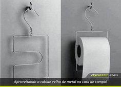 cabide que vira porta papel higienico