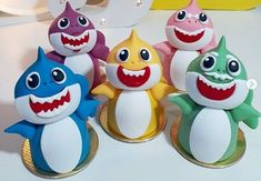 lembrancinha baby shark biscuit Baby Shark, Biscuits, Theme Cakes, Souvenir Ideas, Kids Part, Mexican Theme Parties, Shark Party, Crack Crackers, Cookies