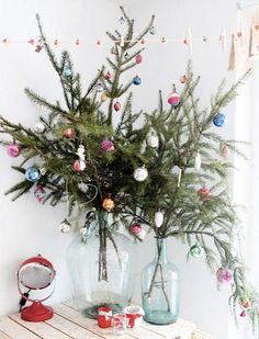 30 Amazingly brilliant DIY Christmas tree alternatives - - This holiday season, skip the traditional Christmas tree and try decorating your home with a non-traditional tree that can be placed anywhere. Creative Christmas Trees, Christmas Tree Branches, Unique Christmas Trees, Alternative Christmas Tree, Noel Christmas, Simple Christmas, Christmas Tree Decorations, Christmas Crafts, Christmas Chandelier