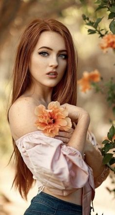 Stunning Redhead, Natural Light Photography, Beautiful Women Pictures, Red Hair, Redheads, Beauty Women, Outfit Of The Day, Most Beautiful, Hair Styles