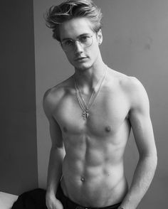 "184.5 mil Me gusta, 1,434 comentarios - Neels Visser (@neelsvisser) en Instagram: ""Shot by @marianovivanco thanks London Milan"""