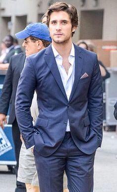 Diego Boneta blue suit!