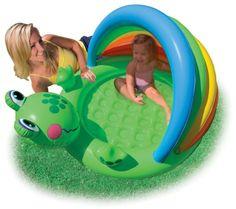 """Das Planschbecken """"Froschspaß"""" sorgt für Abkühlung an heißen Sommertagen. Der Pool im Froschdesign bietet Kleinkindern Schutz vor schädlichen UV-Sonnestrahlen. Die Gestaltung des Pools sorgt für jede Menge abwechslungsreichen Spielspaß.    Mehr Infos:  http://www.mytoys.de/Intex-Babyplanschbecken-Frosch/Pools-Wasserspa%C3%9F/Spielen-im-Freien/KID/de-mt.to.ca02.17.01.01/1918528"""