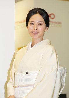 """自身を"""" 肉体労働者""""と表現する女優・中谷美紀さんも来年1月の誕生日を迎えれば40歳。そんな彼女が""""30代で気が付いたこと""""。そこには年を重ねるごとに魅力を増す中谷さんの秘密が詰まっていました。"""