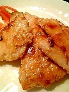 「しっとり香ばしい鶏むね肉のにんにく味噌焼き♪」美味しいですよー!むね肉がジューシーでしっとり焼きあがります。【楽天レシピ】