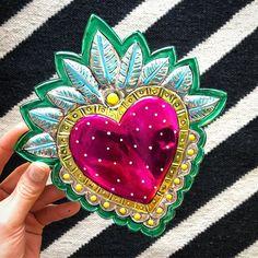 Mexican Crafts, Mexican Folk Art, Mexican Style, Aluminum Can Crafts, Metal Embossing, Tin Art, Heart Art, Sacred Heart, Art Plastique
