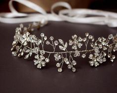Hand crafted wedding headpiece and jewelry por Angelicbridal