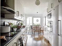 Kök från Ballingslöv med gråmönstrad köksbänkskiva - Virrvarr. LOCATION: Lägenhet i Örgryte