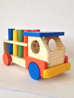 Wooden truck with colored pins - Pink Unicorn Wooden Toy Trucks, Wooden Car, Wood Kids Toys, Wood Toys, Wooden Educational Toys, Making Wooden Toys, Wood Games, Woodworking Toys, Waldorf Toys