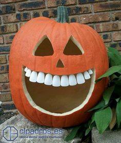 ¡Hoy es Halloween! Es muy divertido salir a por caramelos por la noche pero hay que vigilar a la hora de comerlos y evitar el exceso, sobretodo para los más pequeños de la casa. ¡Una caries temprana puede ser muy malo para la boca de un infante! Más sobre el cuidado de los dientes infantiles aquí: https://clpadros.es/especialidades/odontopediatria Más sobre las caries aquí: https://clpadros.es/prevenir-caries/