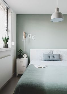 design your own Home Bedroom, Room Decor Bedroom, Modern Bedroom, Green And White Bedroom, Green Rooms, Blue Green Bedrooms, Bedroom Wall Colors, Bedroom Styles, Minimalist Bedroom