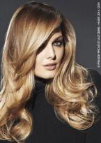 Langes glattes Haar mit tiefem Seitenscheitel