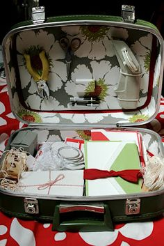 Bitter Betty Blogs: Tutorial Tuesday: Vintage Suitcase into Mobile Studio
