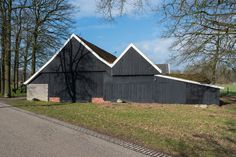 """Prachtig, in het buitengebied van Winterswijk in buurtschap """"Brinkheurne"""" gelegen vrijstaande, dubbele WOONBOERDERIJ met maar liefst 2.319 m³ inhoud!  Dit object is fraai gelegen aan de Slingeweg met grote schuur en """"Schoppe"""" op een mooi perceel van"""
