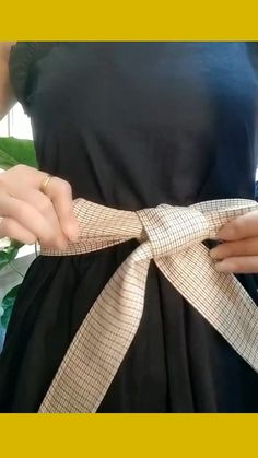 Ways To Tie Scarves, Ways To Wear A Scarf, Diy Clothes And Shoes, Diy Clothes Videos, Scarf Knots, Diy Scarf, Scarf Belt, Diy Belt For Dresses, Bow Dresses