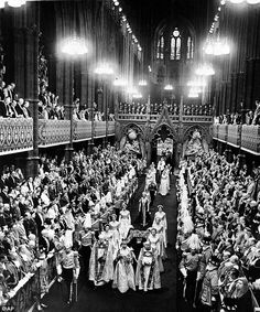 Queen Elizabeth II walks down the nave in Westminster Abbey after being crowned during her Coronation ceremony. Get premium, high resolution news photos at Getty Images George Vi, Queen's Coronation, Reine Victoria, Queen Victoria, Estilo Real, Isabel Ii, Wedding Prints, 60th Anniversary, Westminster Abbey